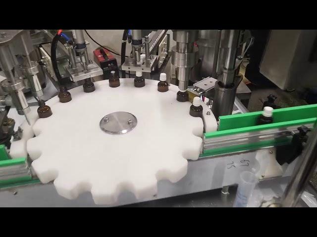 pequeña máquina de llenado de botellas de líquido